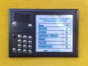 Tablo digitálnych domových telefónov